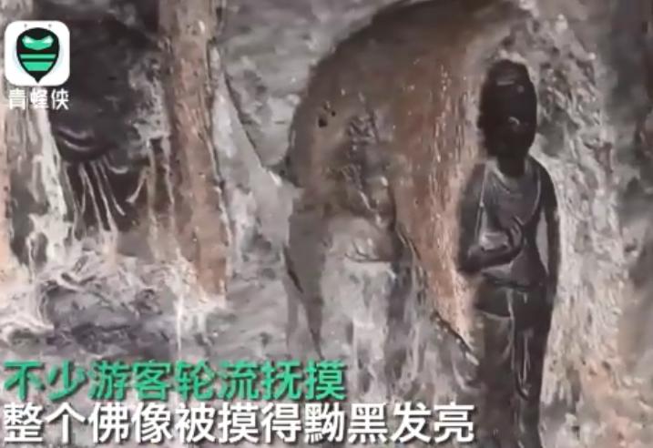 「洛陽龍門石窟佛像被遊客摸出包漿」曾衝上新浪微博熱搜,(中華網)