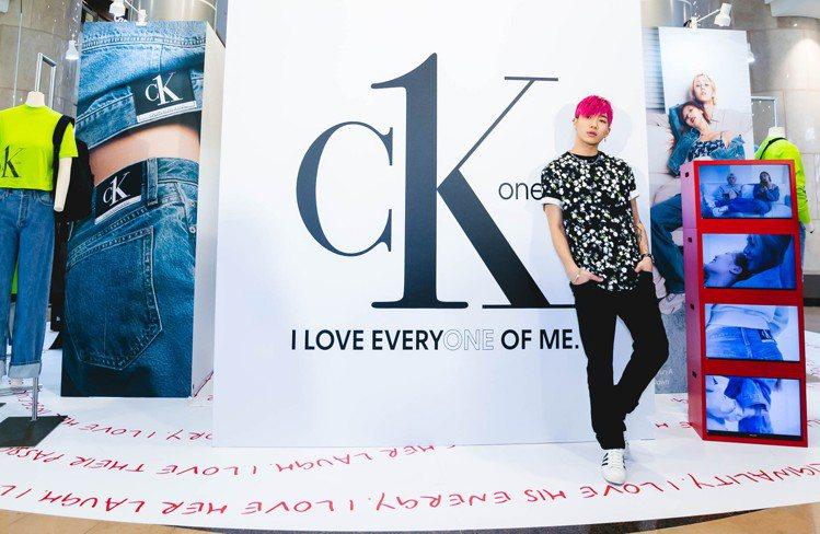 ØZI現身CK ONE期間快閃店,並演繹新款服飾。圖/CALVIN KLEIN提...