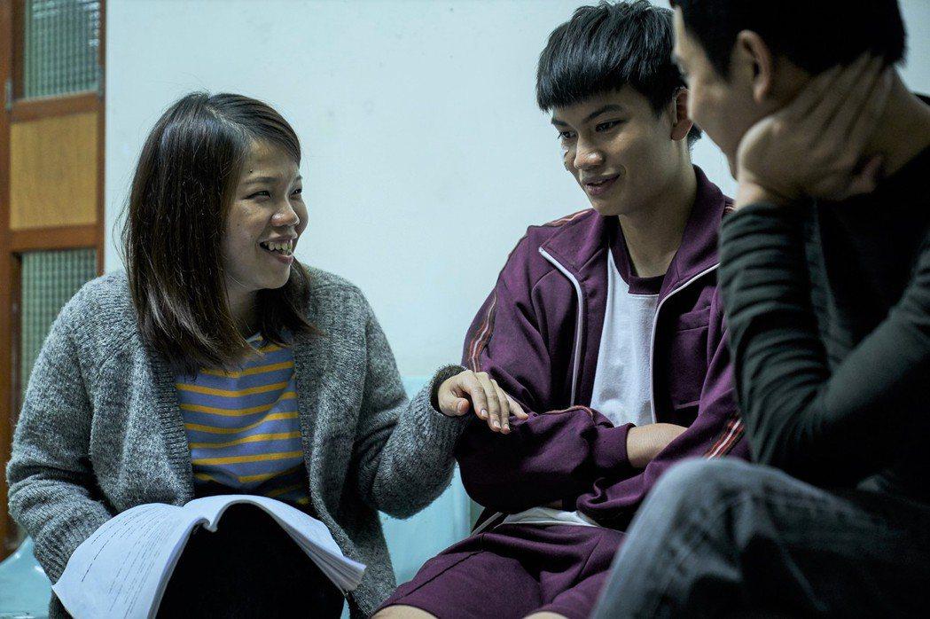導演柯貞年(左)和劉子銓(中)在「無聲」中培養出默契。圖/CATCHPLAY提供