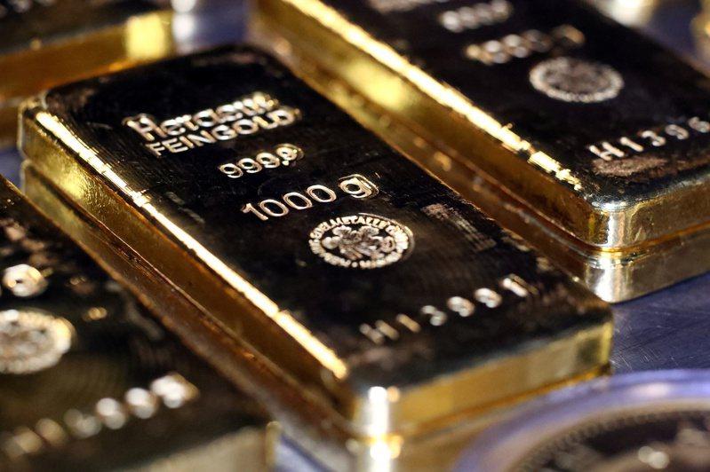 黃金價格今年以來上漲約25%,但在最近1個月回跌約2.4%,許多投資人都在問:黃金還可以買嗎。路透