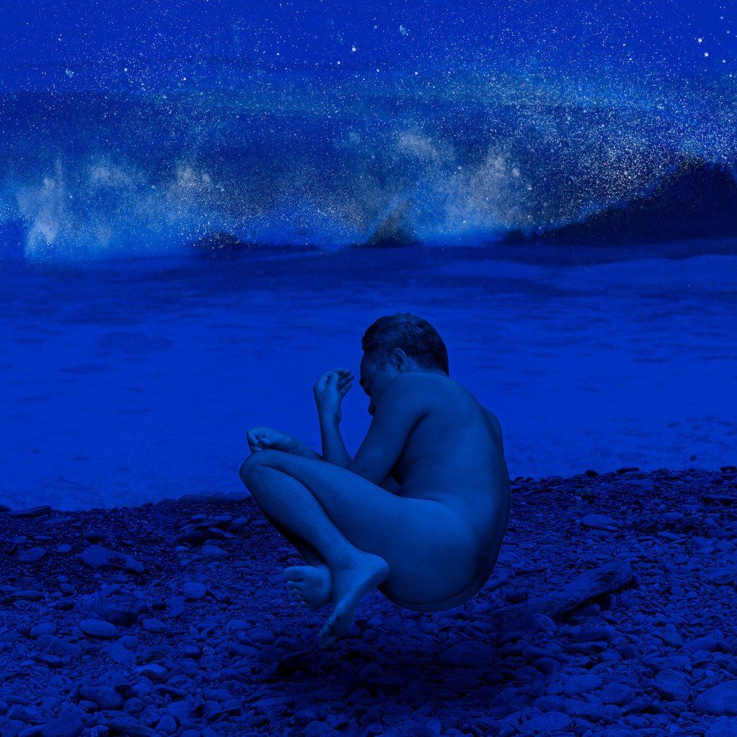 陳昇大膽裸身入鏡,拍攝新專輯封面。圖/新樂園製作有限公司提供