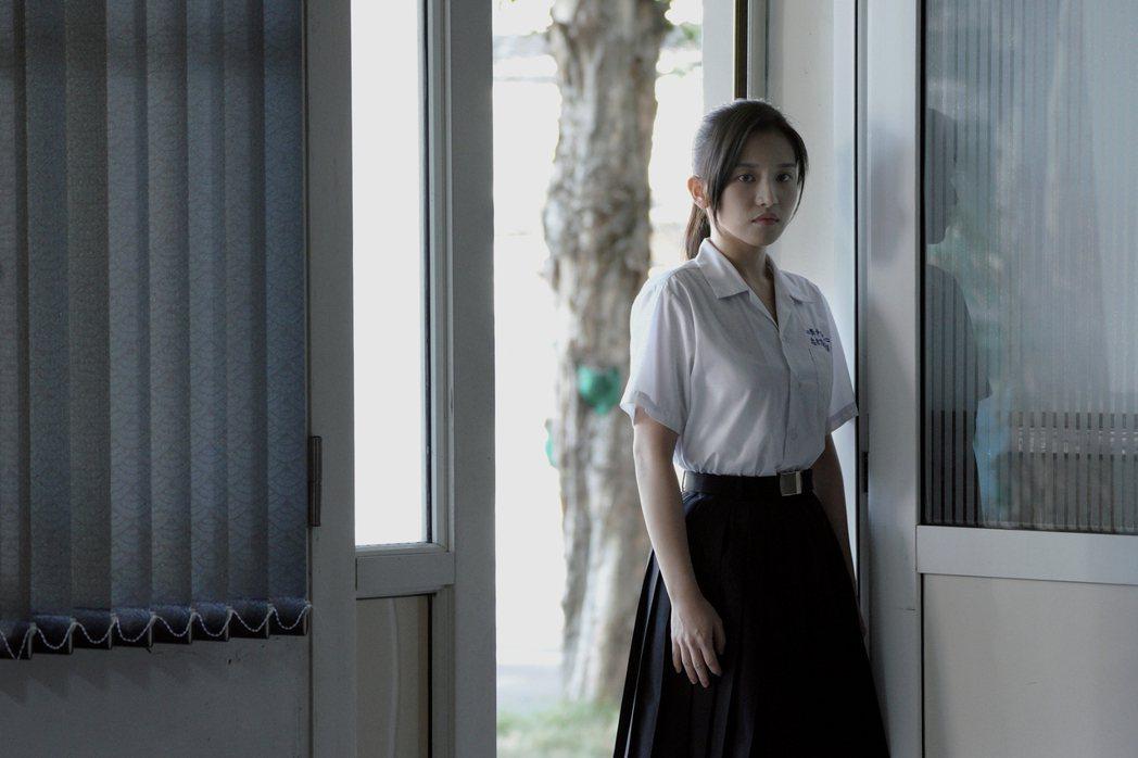 蔡瑞雪飾演撲克臉班長蘇婕妤。圖/公視提供