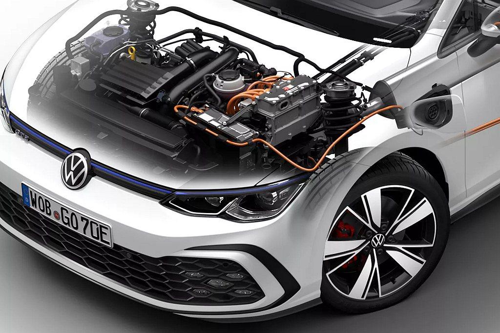 福斯Golf eHybrid與Golf GTE皆為燃油引擎搭配電動馬達與電池的P...