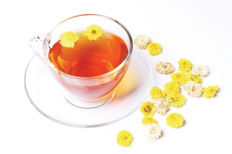 一杯菊花茶,或者吃羅漢果都可以緩解這一類的喉嚨不適。圖/ingimage