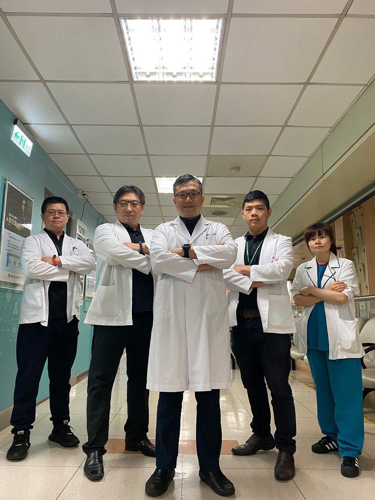 彰化秀傳醫院李宗勳醫師所帶領的前瞻傷口醫學部團隊除了有專責的醫師、護理人員、技術...