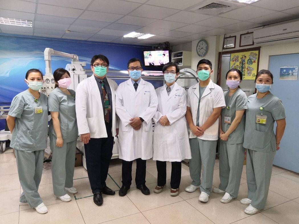 前瞻傷口醫學部設有最先進的高壓氧設備及專責醫師,在治療急、慢性傷口及複雜性上無死...