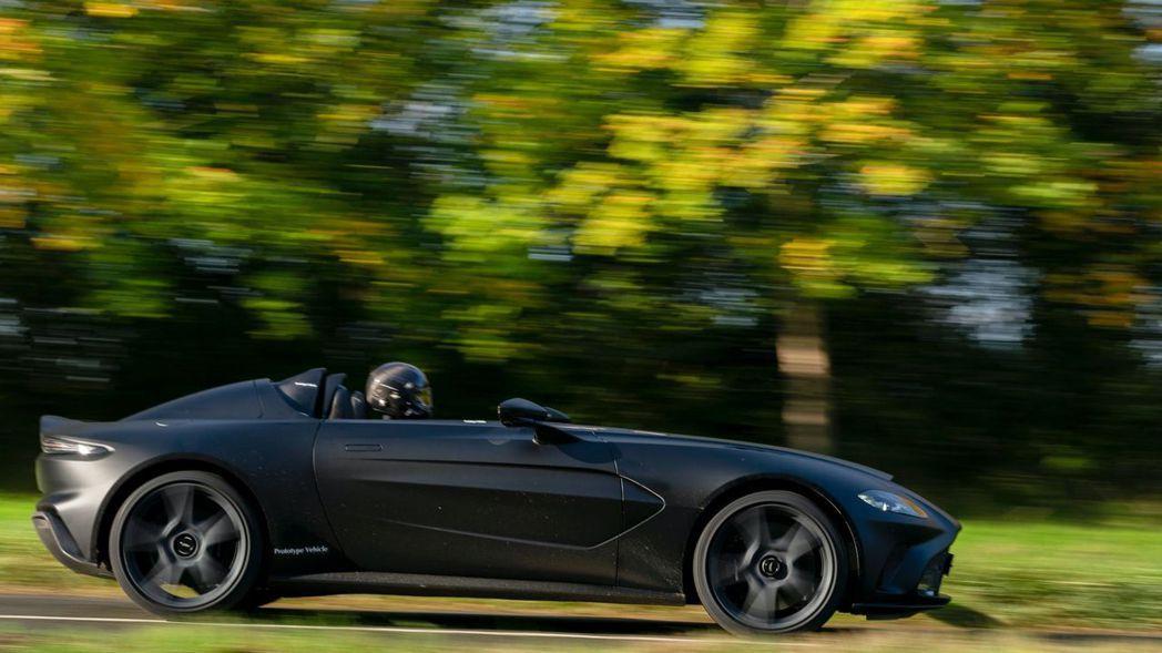 原廠也特別公布了無偽裝V12 Speedster一系列的路試照片。 摘自Asto...