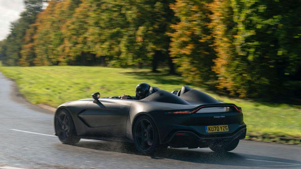 Aston Martin V12 Speedster融合了旗下許多跑車的元素。 ...