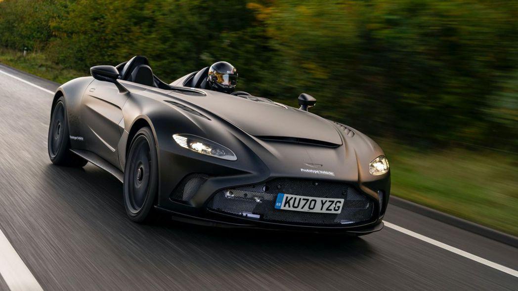 原廠也為這輛測試車採Darth Vader全車消光黑的塗裝設定。 摘自Aston...