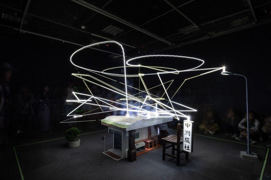 豪華朗機工結合機械、音樂與光球的《很難很難》,以光線、音聲召喚出個人的迥異獨特回...