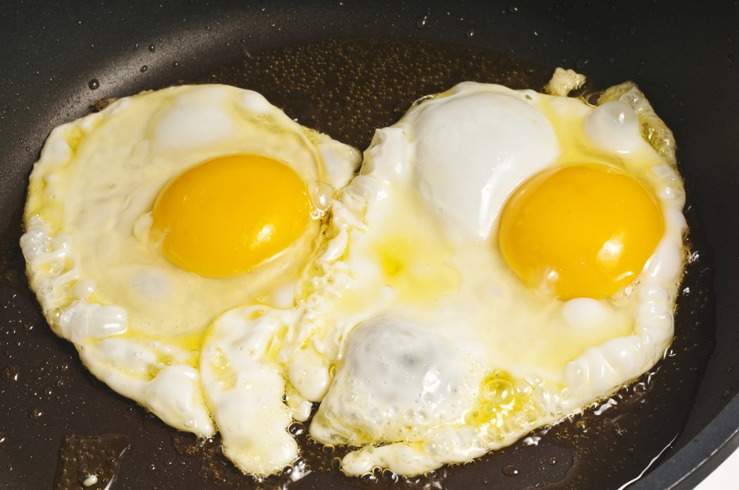 台北馬偕資深營養師趙強表示,雞蛋與健康風險之間的關鍵在於料理方式,水煮少油,一定...