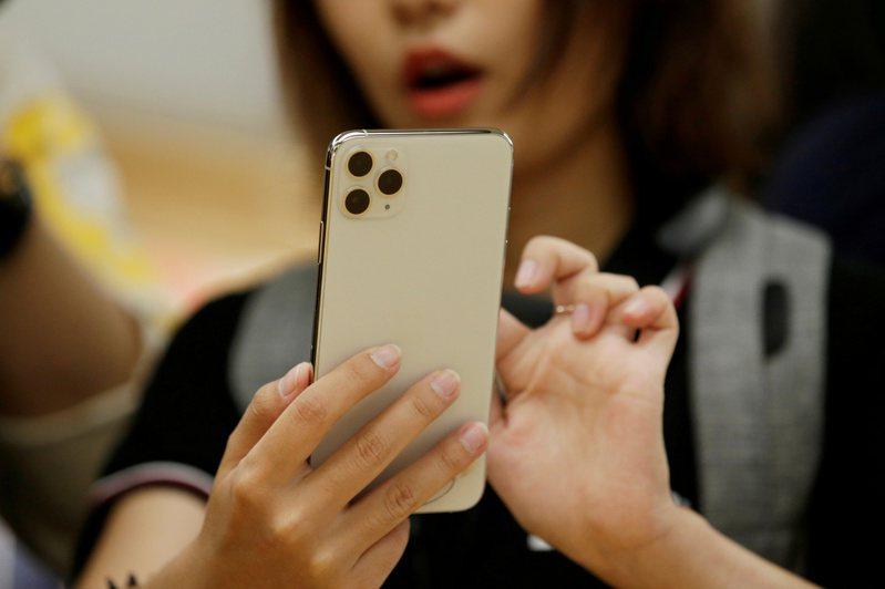 蘋果宣布將在下周舉辦新品發表會,市場預期4款iPhone12新機將正式亮相,讓兩檔蘋概股高居外資單周買超冠亞軍。 路透社
