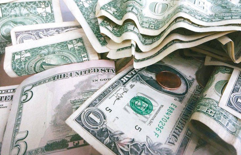 台灣人投資的境外基金高達七成近一年出現虧損,投信投顧公會理事長張錫表示,投資應拉長期間看報酬。 報系資料照