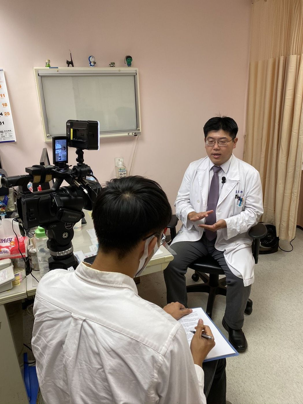 新光醫院小兒科主治醫師簡佑軒提醒民眾防疫要小心謹慎。 優尼克/提供