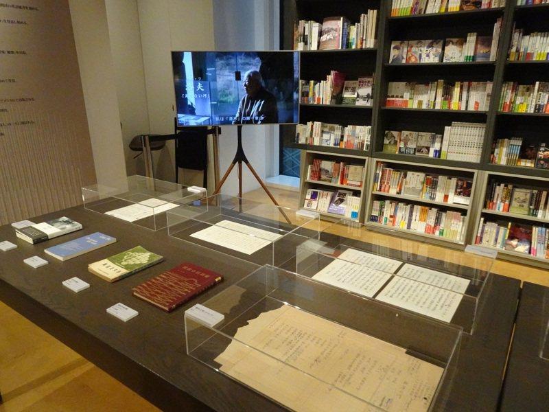 文化部駐日本台灣文化中心與誠品合作,7日起展出「台灣文學祭—一代詩人楊牧與洛夫現代詩展」,也播放文學紀錄片「他們在島嶼寫作」。中央社