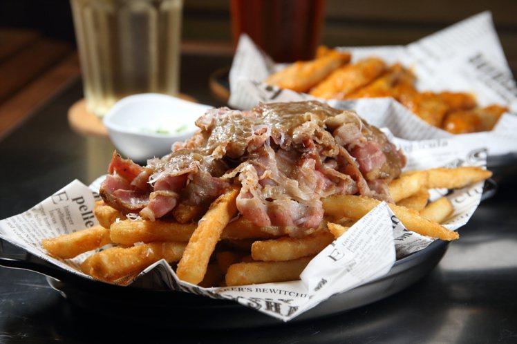 燻牛肉爆汁你的薯條,每份240元。記者陳睿中/攝影