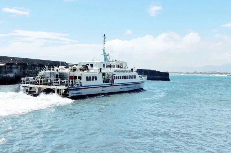 國慶連假海氣象不佳,船班可能有異動。本報資料照片