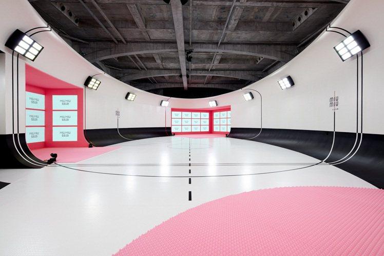 MIU MIU 2021春夏系列大秀以虛擬運動殿堂為概念。圖/MIU MIU提供