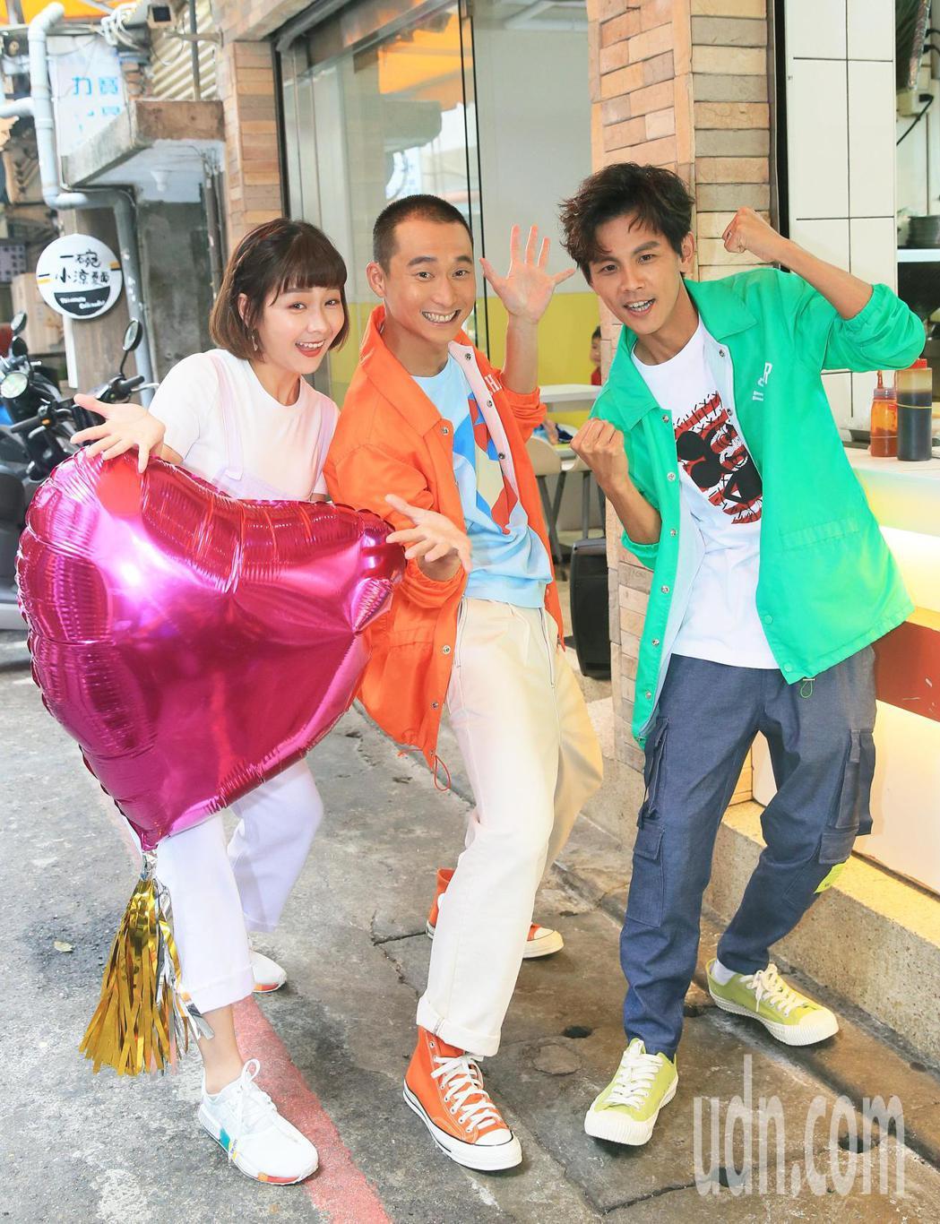 「浩角翔起」兩人再度合體開新節目,要體驗台灣職人的生活,來賓籃籃(左)前來打氣。...