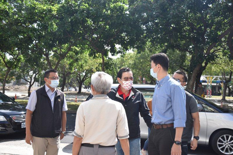 前總統馬英九今天到花蓮探視民間友人,上午到東區老人之家探訪老朋友。記者王思慧/攝影