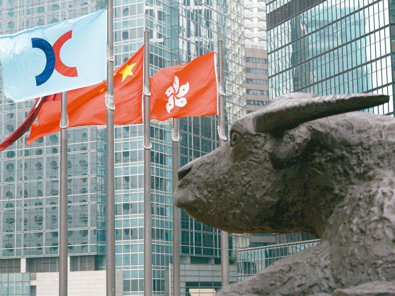 香港金融環境受衝擊,蔡政府啟動延攬香港人才專案,開出高薪爭取香港金融菁英投效。 香港中通社