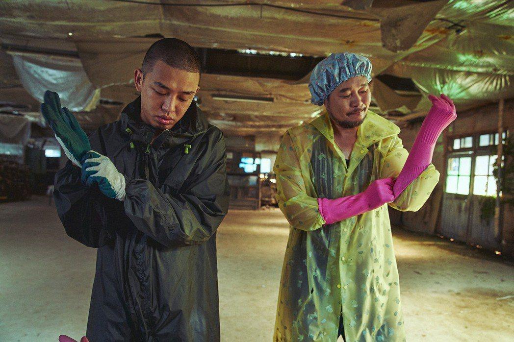 刘亚仁和刘宰明主演「收尸人」。 图/车库提供