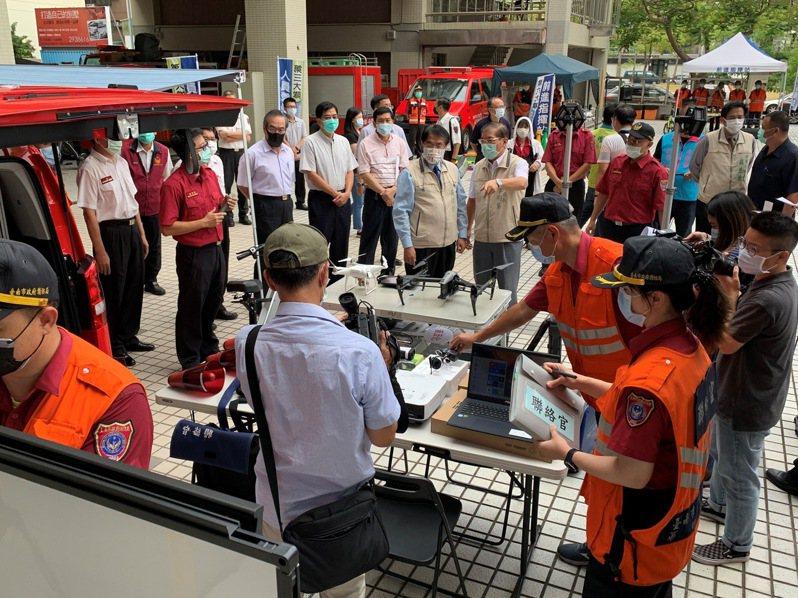 迎接國慶焰火,台南市消防局部署救災指揮車,要讓民眾安心看焰火。記者黃宣翰/翻攝