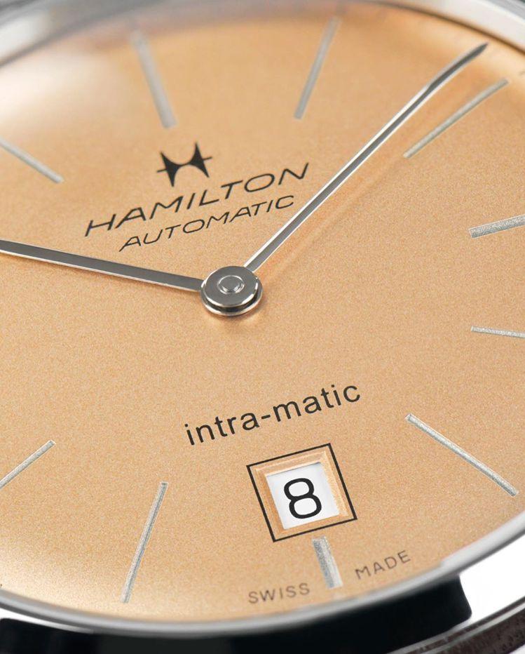 鮭魚金色的Hamilton新款Intra-Matic自動腕表,簡約而復古,並具時...