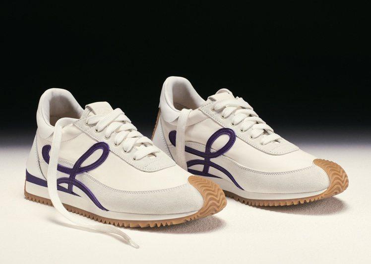 LOEWE的休閒鞋既復古又當代,兼具休閒雅致。圖/LOEWE提供