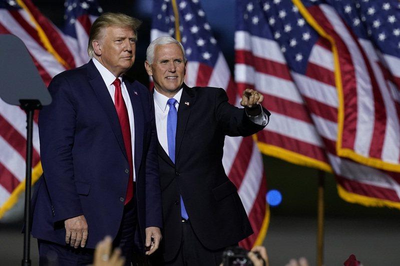 這次美國總統選舉唯一一場副總統辯論,副總統潘斯的對手不是民主黨副總統候選人賀錦麗,而是美國總統川普。 美聯社