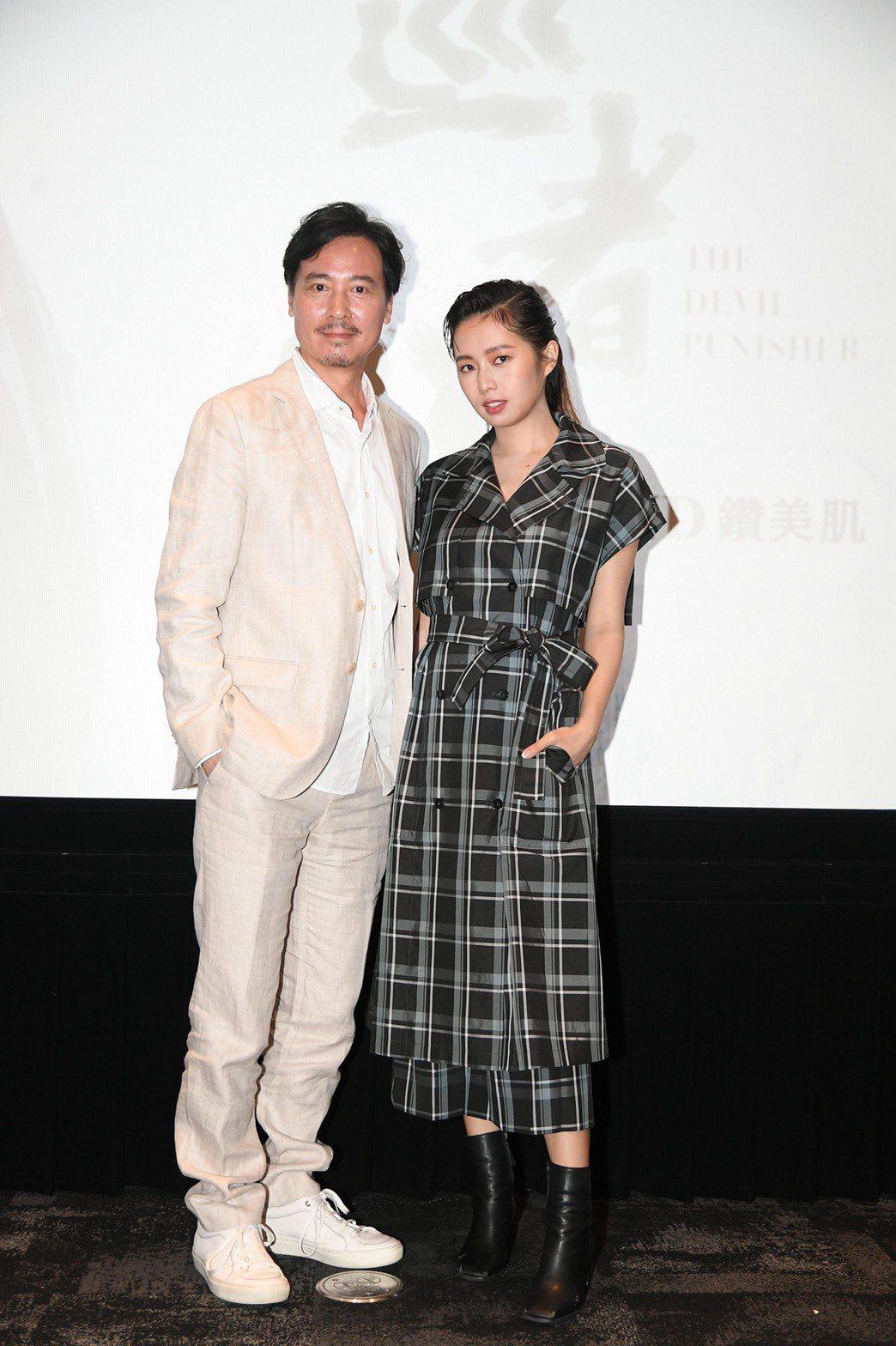 簡廷芮(右)與尹昭德演出三立新戲「天巡者」。圖/三立提供