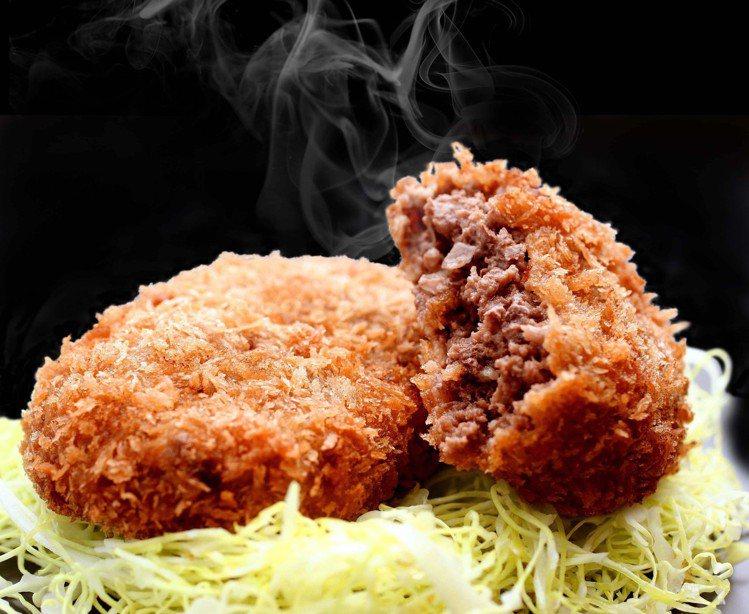 初登場「三重九門堂」炸牛肉漢堡排每個售價100元。圖/SOGO提供
