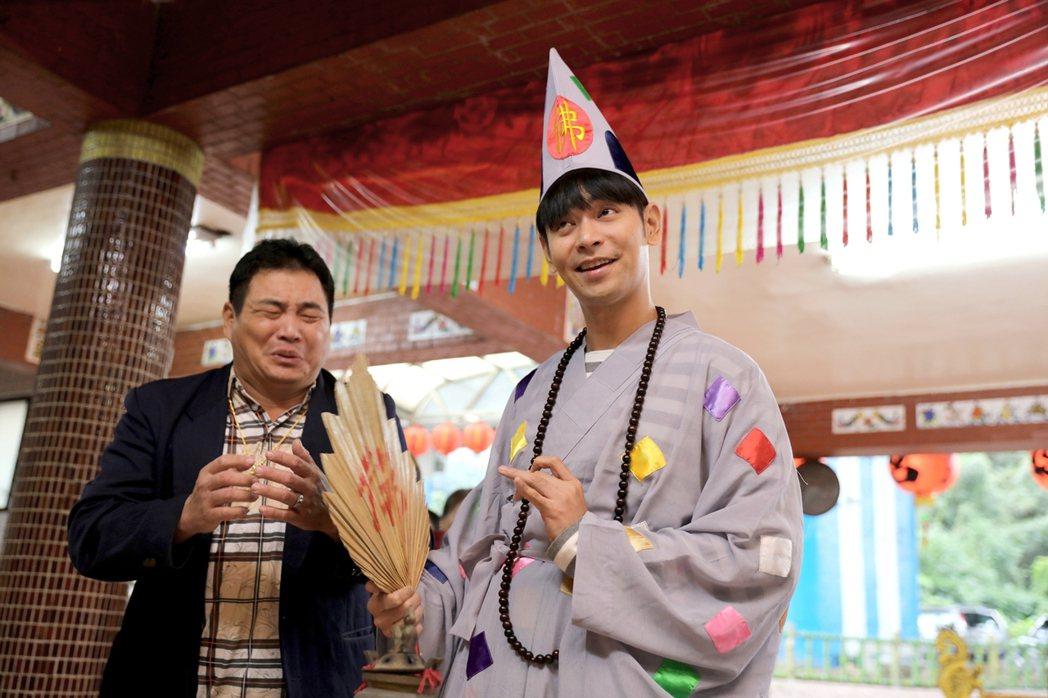 楊子儀(右)、李得全演出「你好!歡迎光臨」。圖/緯來電影台提供