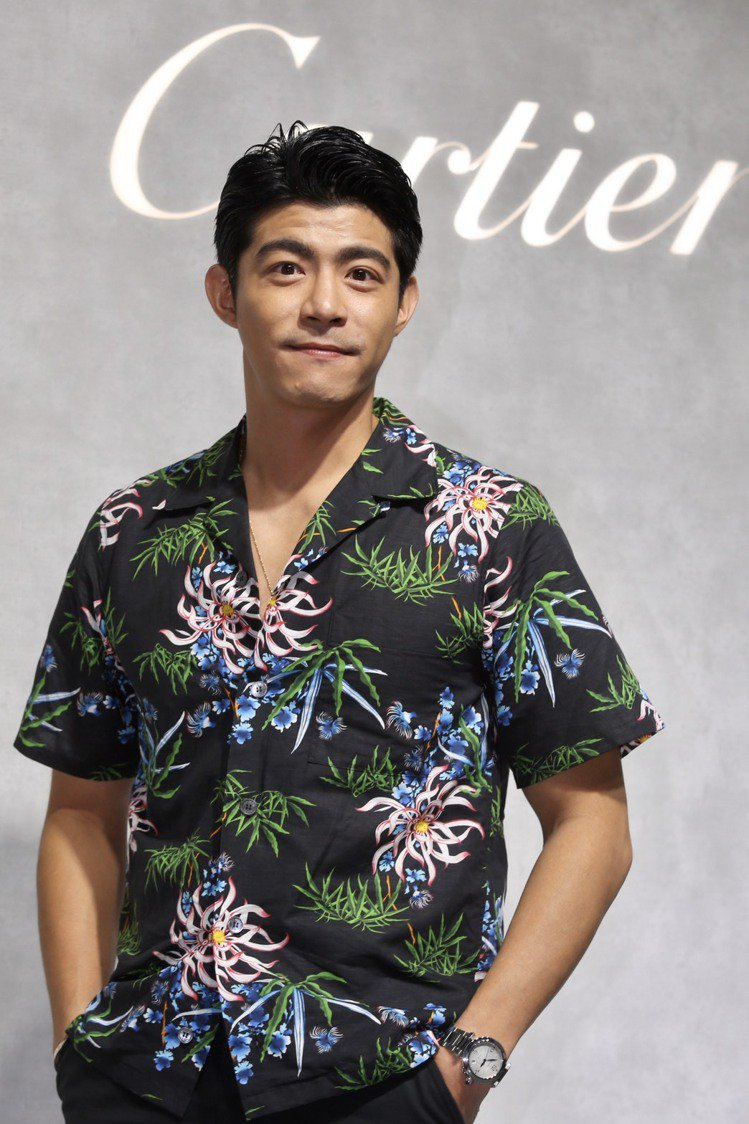 王柏傑特地穿了花襯衫來展現Pasha的休閒感。記者林俊良/攝影