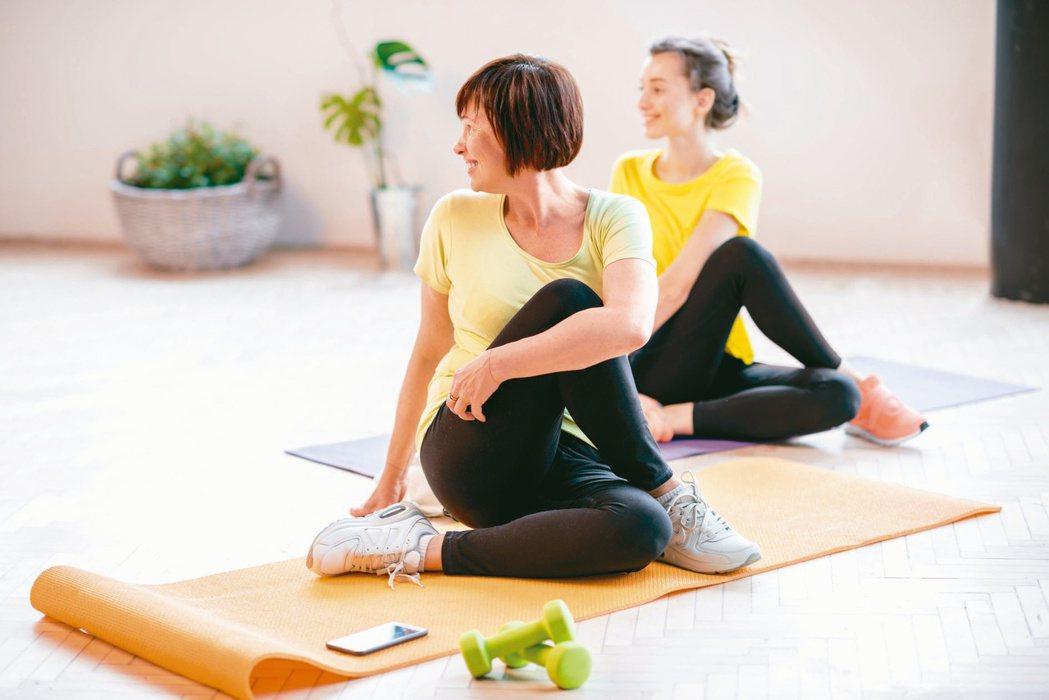 年輕乳癌病友除了接受治療,更要維持規律生活,健康均衡飲食,以及養成運動習慣,尋找...