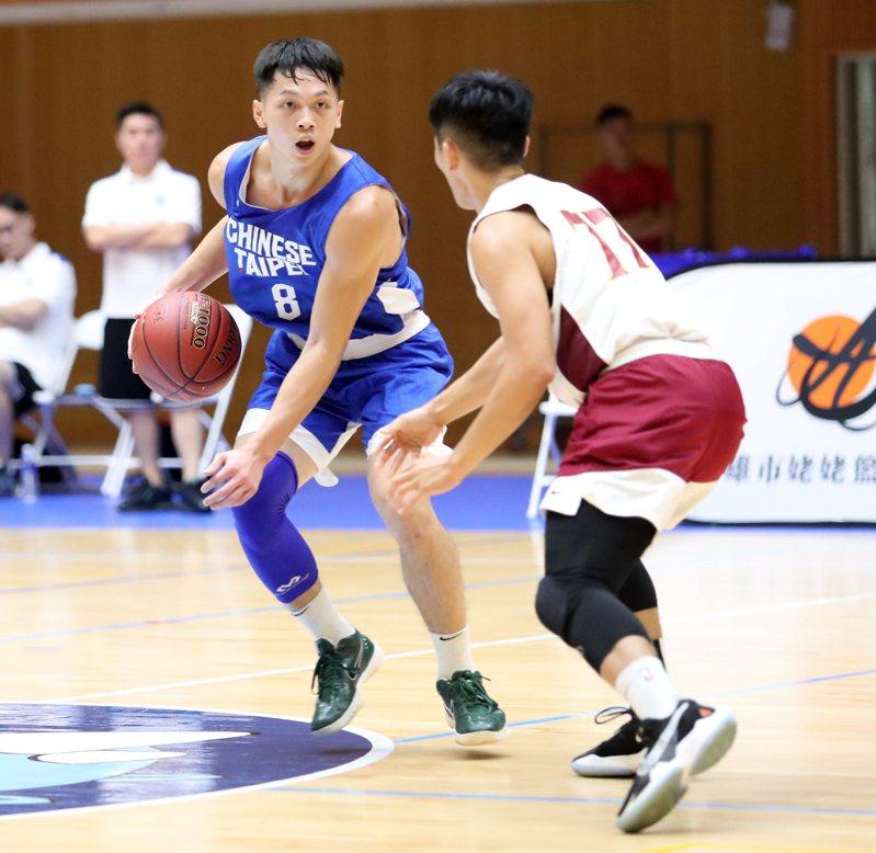 旅美7年的王律翔(左)因新冠肺炎疫情留台。圖/姥姥盃提供