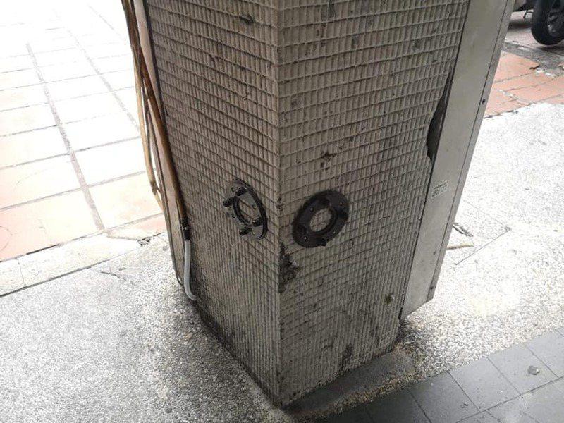 一名網友好奇騎樓柱子上的圓盤是做什麼用的。 圖/翻攝自「爆系知識家」