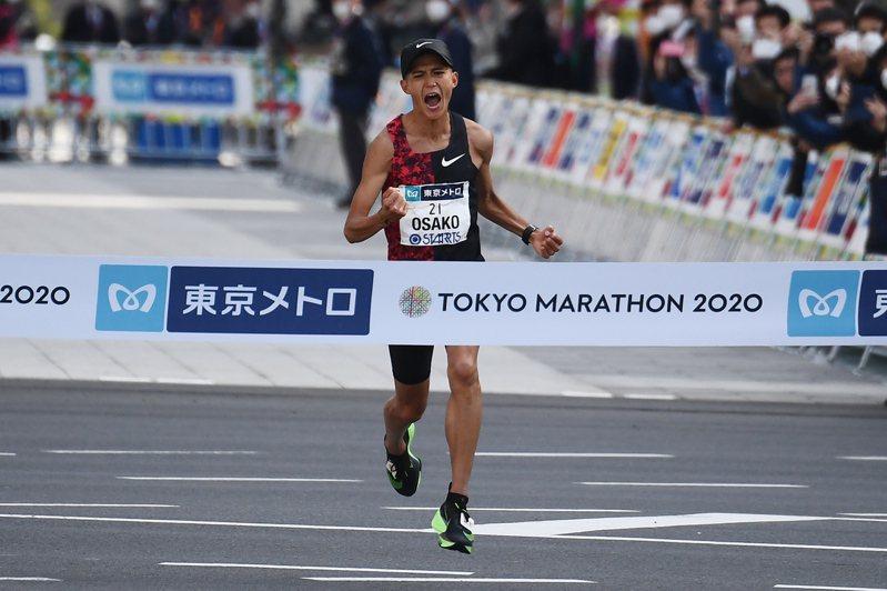 受到新型冠狀病毒疫情影響,原訂2021年3月舉行的東京馬拉松活動確定延至10月17日舉行,規模維持約3萬8000人。 法新社