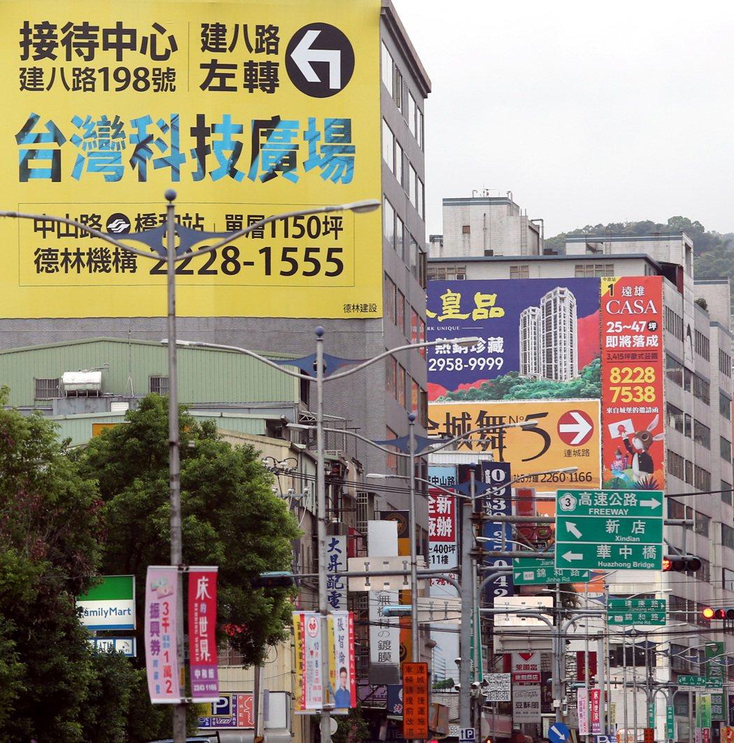 台灣房市正熱,買預售屋前要停看聽。本報資料照片