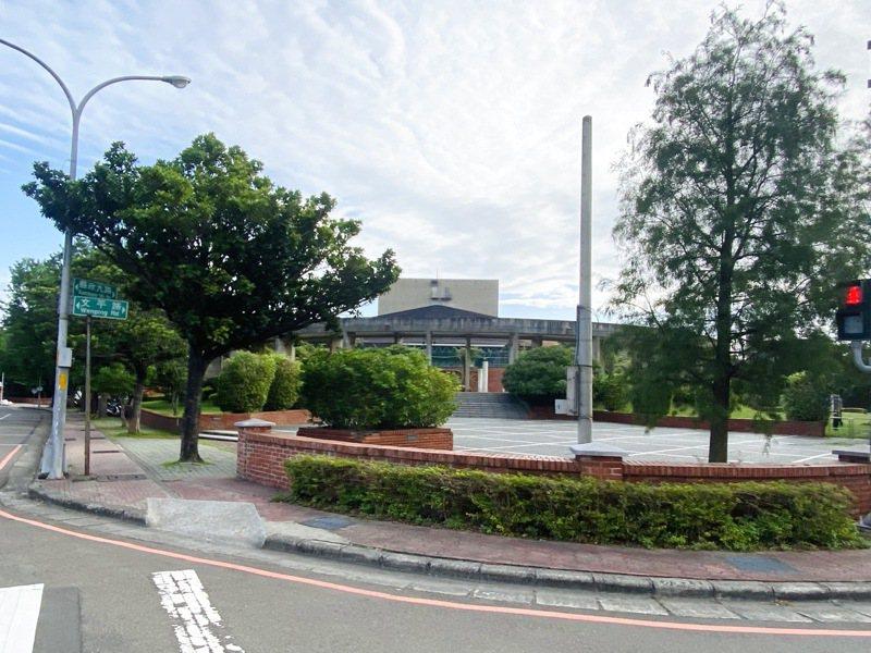 竹北市縣政九路、光明一路及文平路一帶人行道將進行更新,改善民眾步行道路品質。圖/縣府提供