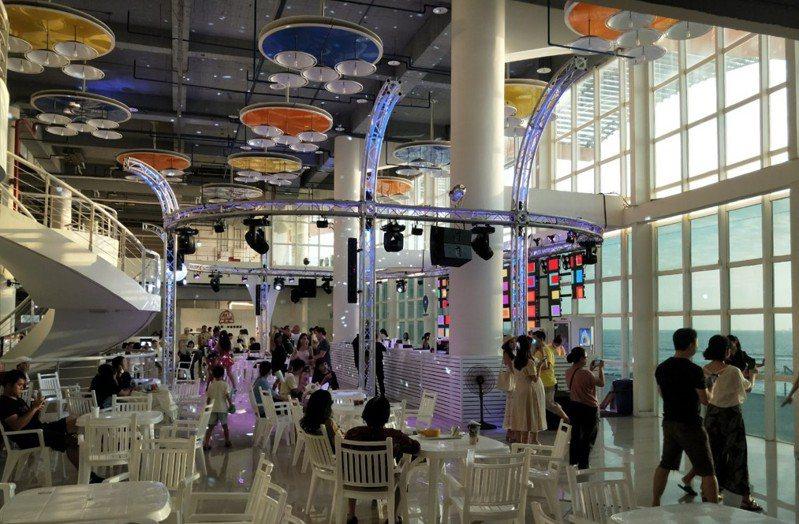 台南黃金海岸船屋。圖/台南市觀光旅遊局提供