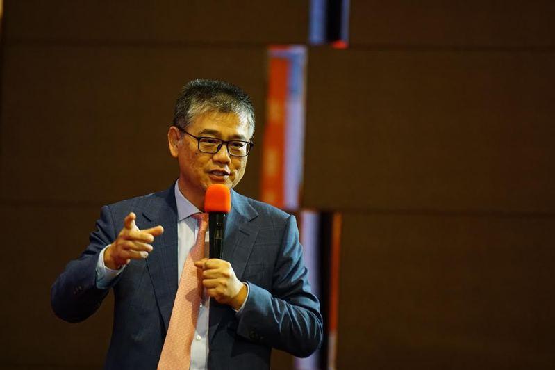 神基科技董事長黃明漢在全台市值前三百大上市企業中績效傑出,獲主辦單位評選為全台100強執行長。圖/神基提供