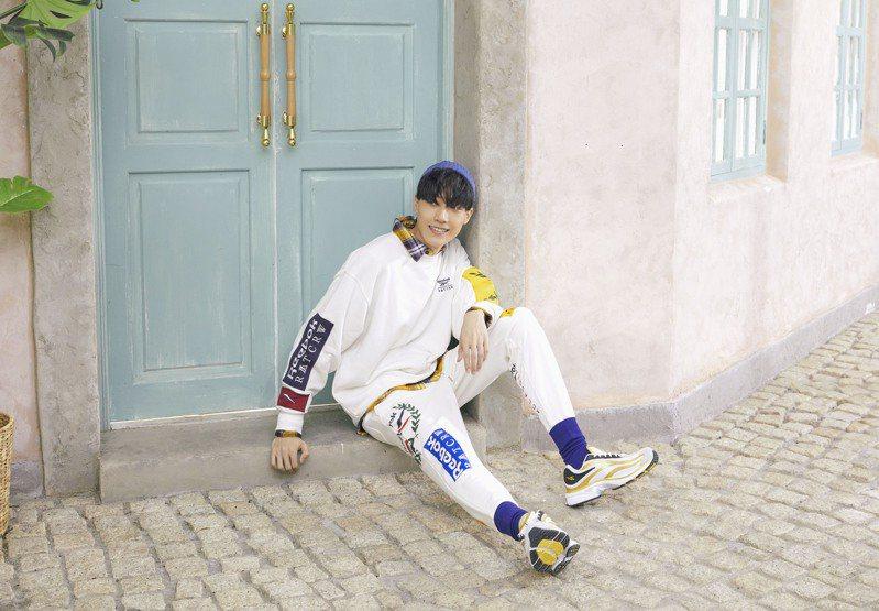 REEBOK找來韓國備受潮流人士、明星喜愛的Romantic Crown合作推出系列服飾與鞋款。圖/REEBOK提供