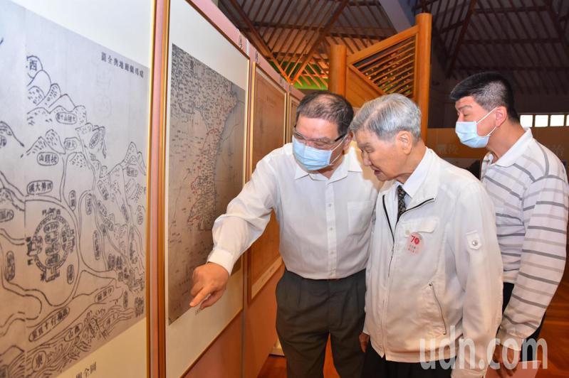 縣史館將館內典藏的縣史文物開闢特展區,讓宜蘭縣民認識自己家鄉的開發史。記者張議晨/攝影