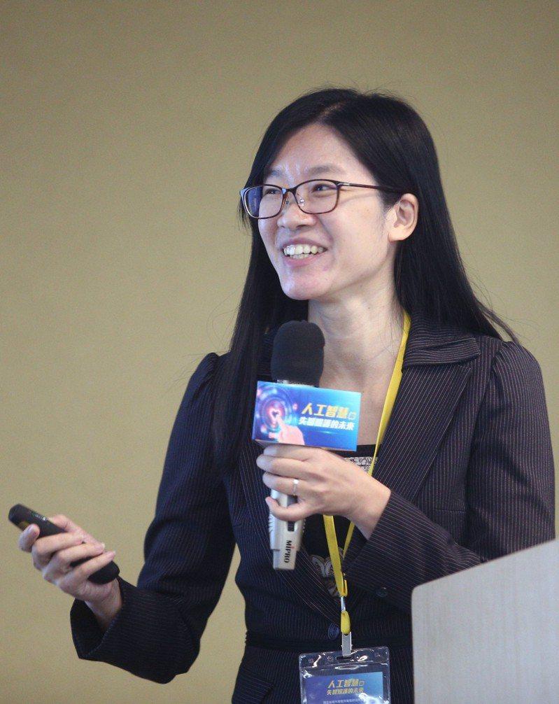 台灣大學臨床藥學研究所教授蕭斐元。 記者蘇健忠/攝影
