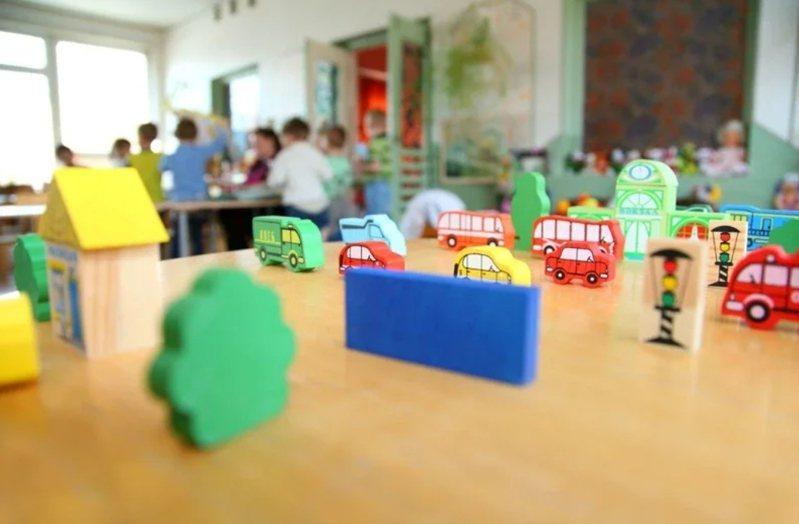總統蔡英文宣示2030年雙語國家,台北市教育局向幼教扎根,推出英語融入幼兒園教學實驗計畫,今年共有16園參與,培力19名英語師資,將英語融入幼兒一日作息。圖/Ingimage