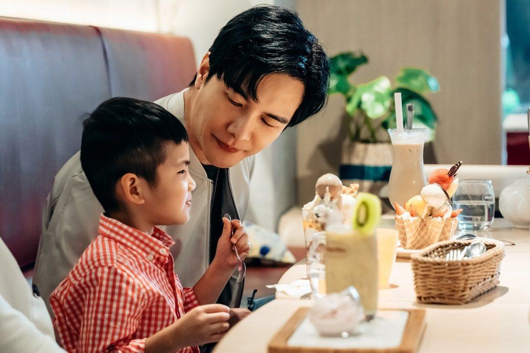 謝佳見「父愛爆棚」,面對不受控的4歲小孩展現十足耐心。圖/杰德影音、GagaOO