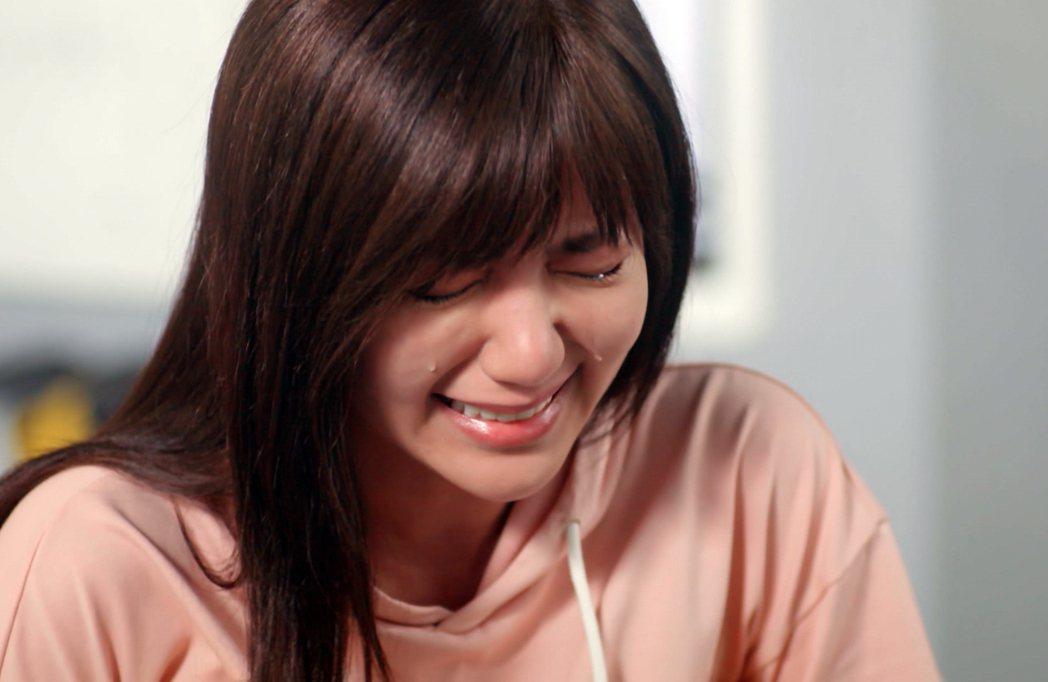 郭雪芙在「因為我喜歡你」戲中,慘遭惡言打擊而爆哭。圖/八大電視提供