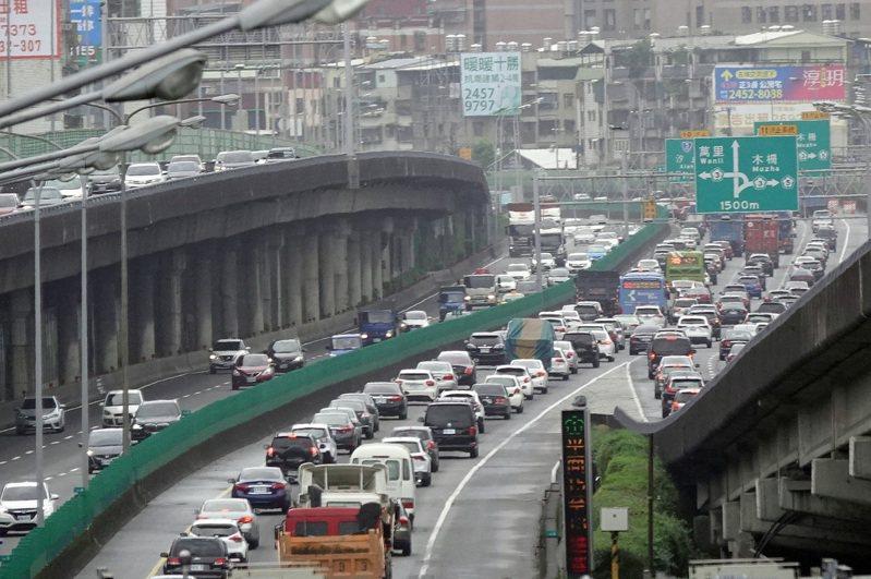 高速公路局預估國道9個路段易塞,主要在午後北向路段。中央社