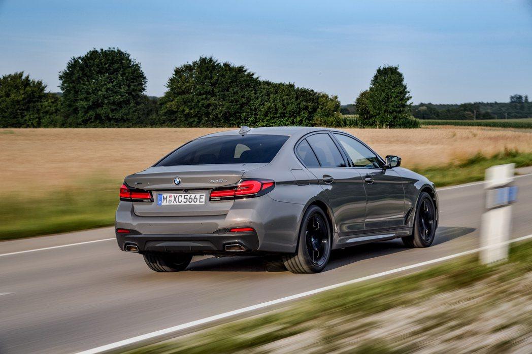 BMW在今年五月底發表小改款G30/G31 5 Series Sedan/Tou...